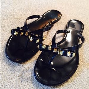 NYLA Shoes - NWOT Black Patent Sandals w/ Gld Metal Accent Bows